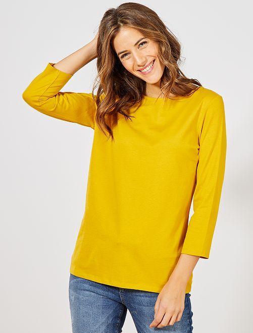 Basic T-shirt met boothals                                                                                                                                         brons geel