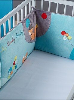 Babykamer, badkamer - Fluwelen bedomranding met borduursels in het thema bos