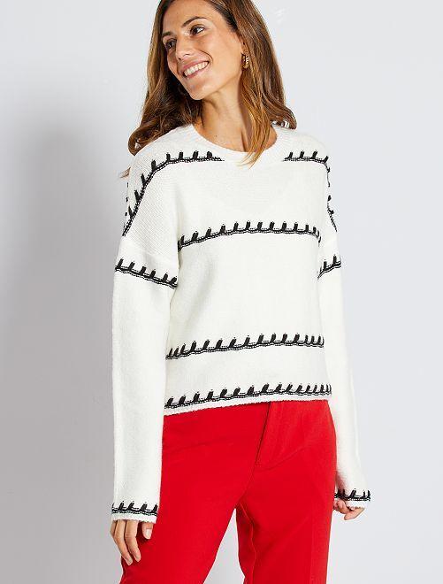 Gebreide trui in verschillende steken                                         sneeuw wit