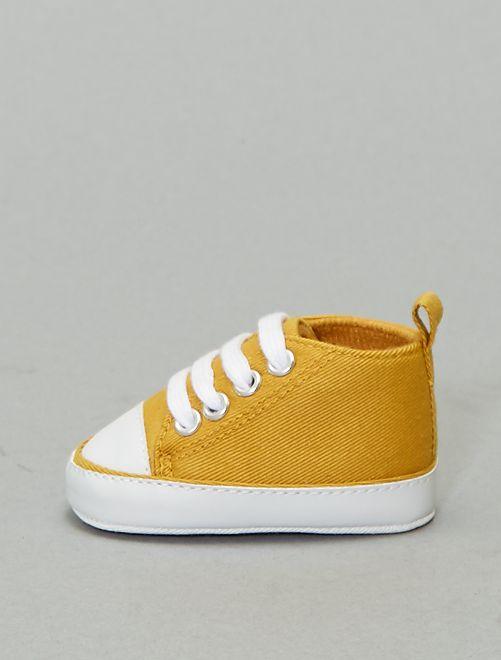 Hoge stoffen sneakers                                                                                                                 brons geel