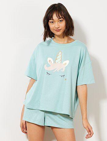 f990cb3317c Trendy pyjama of nachthemd voor hippe dames die voor comfort gaan ...