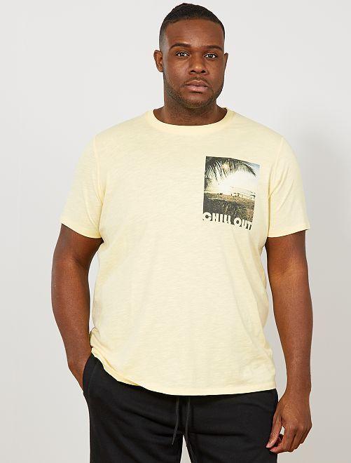Regular T-shirt met fotoprint op de borst                                         GEEL