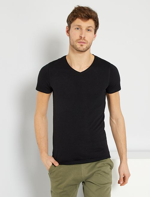 Slimfit T-shirt van effen katoen met een V-hals                                                                                                         zwart