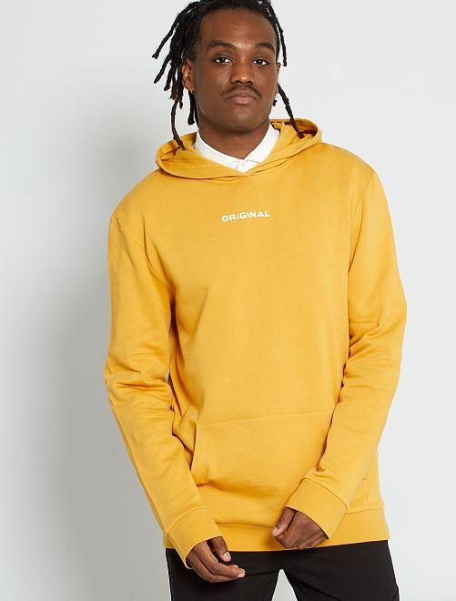 Sweater met capuchon en opschrift                             GEEL