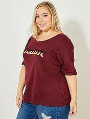 T-shirt met opschrift met lovertjes en borduursels