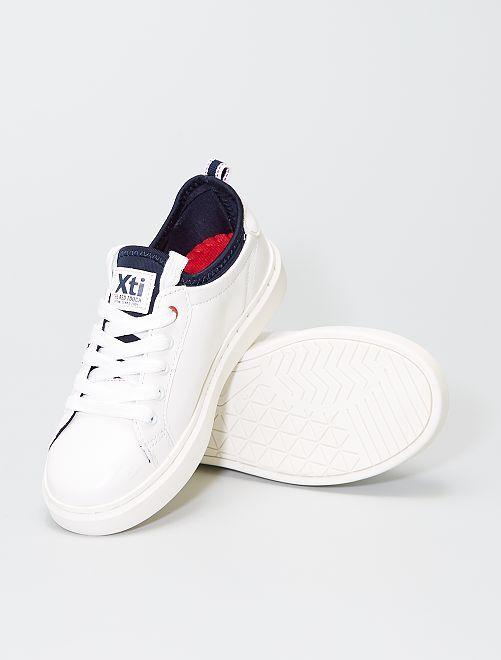 Witte sneakers met gaatjes                             wit